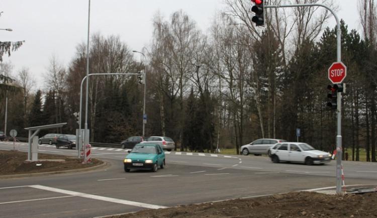 Nové semafory řídí od úterý Dlouhou louku