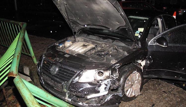 Neohleduplný řidič zranil matku a jejího ročního syna
