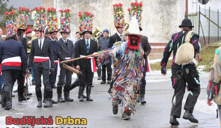 FOTO: Tradiční masopustní veselí v Doudlebech