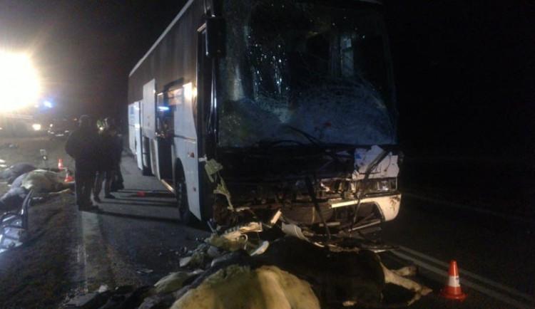 Autobus s českými lyžaři narazil do stáda krav