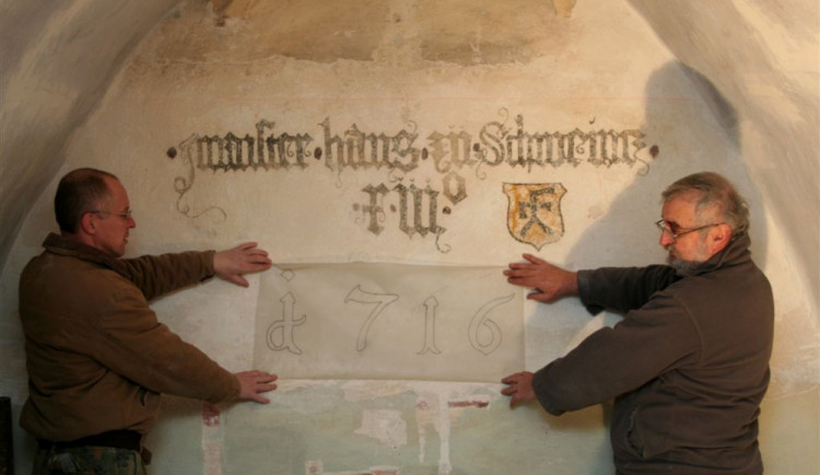 Kostel vydal na stěnách svědectví z minulých dob