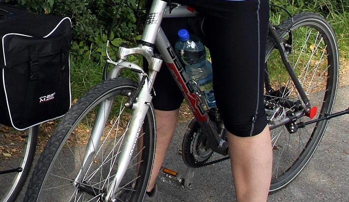 Páteční srážka cyklisty se skútrem se neobešla bez zranění