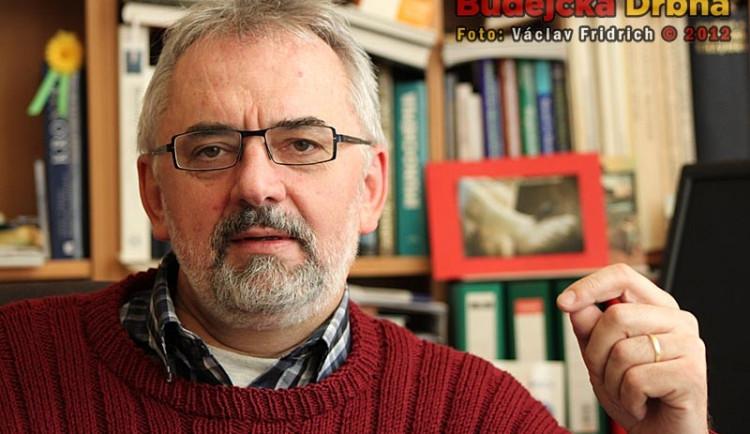Nový rektor univerzity opravuje diplomky na Kleti