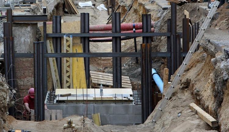 Rekonstrukce plynovodu uzavře komunikace v Rožnově
