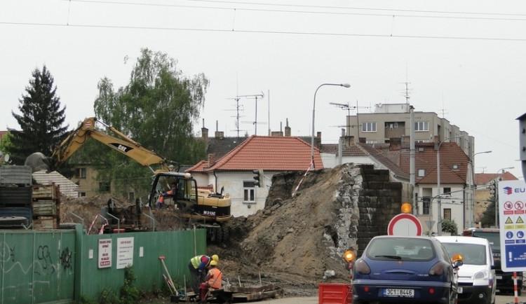 Úderem pondělní půlnoci se uzavře viadukt na Rudolfovské