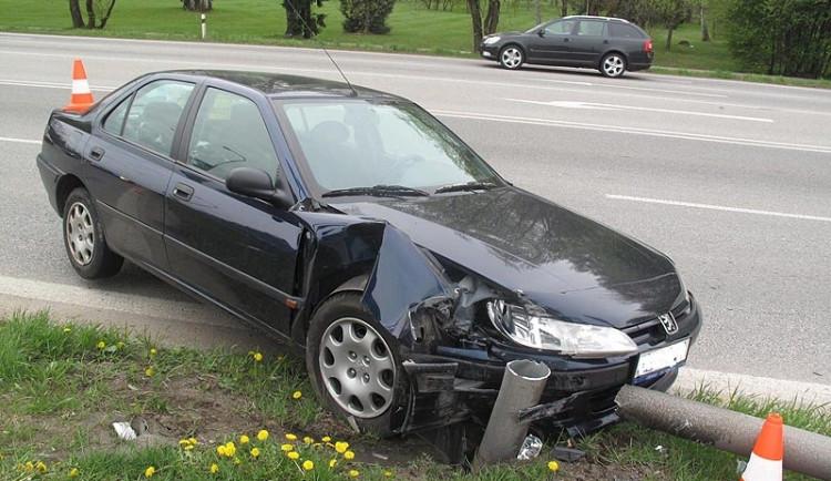 """Auto narazilo do stožáru vlajky. """"Byla to rána jako hrom!"""""""
