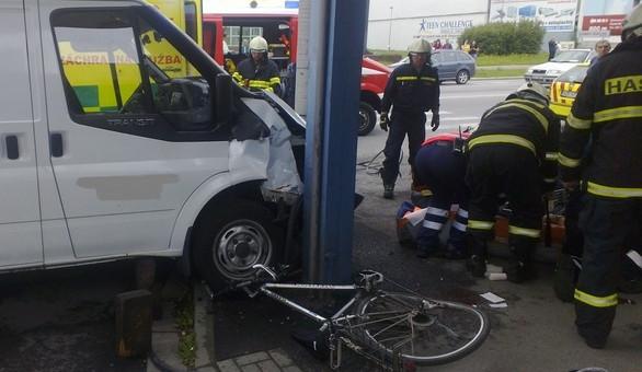 V Budějcích srazilo auto ženu, která vedla kolo