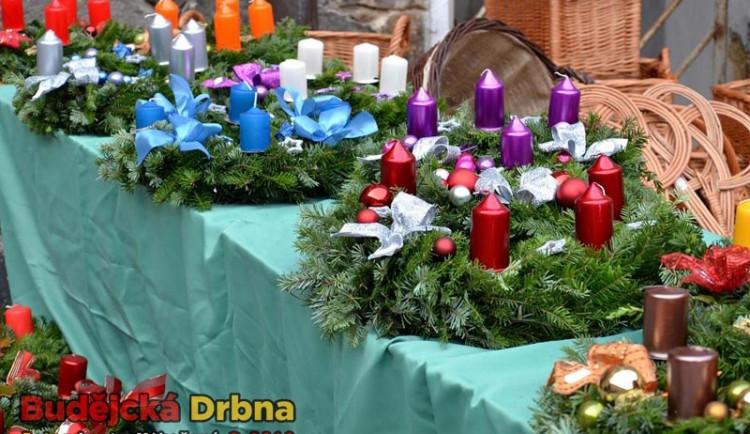 Adventní trh na Hluboké dýchal Vánocemi