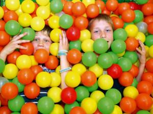 Děti z dětského domova zažily noc plnou zábavy