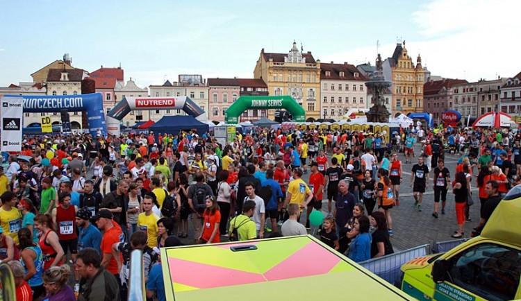 Dvaadvacet běžců skončilo v péči zdravotníků