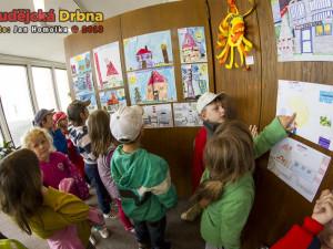 V Metropolu jsou k vidění kresby dětí, které zpříjemní den