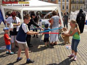 Krásné maturantky a stezka pro děti obsadí náměstí