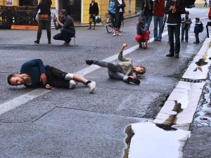 Španělé tančili v Krajinské ulici mezi kapkami deště