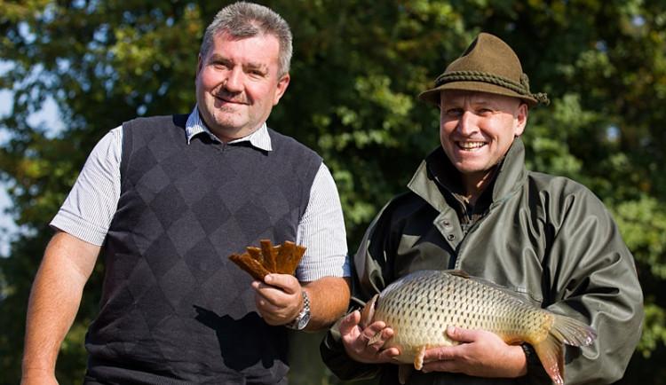 Sušené rybí maso poprvé k ochutnání na hrázi rybníka
