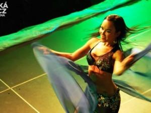 Orientální tanečnice rozpálily publikum v ArtIGY