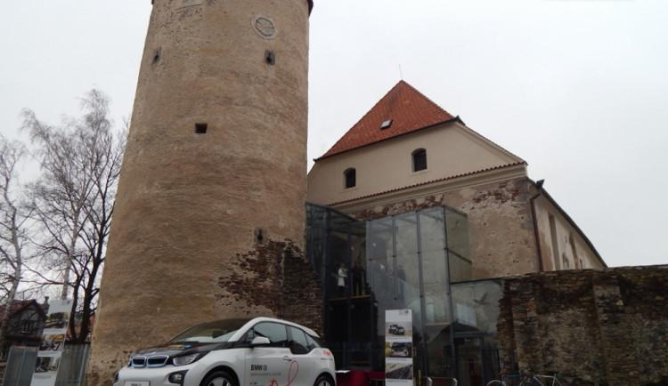 E.ON ocenil rekonstrukci hradu novým BMW