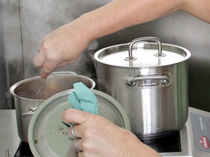 Je libo klokaní kýtu? Školní kuchyně se exotiky nebojí!