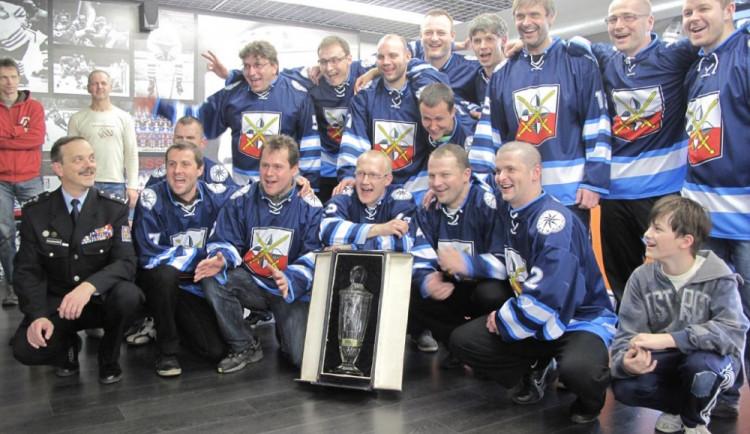 Hokejový turnaj záchranných složek vyhráli policisté