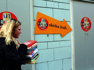 Sbírku knih můžete podpořit v ulicích Budějc