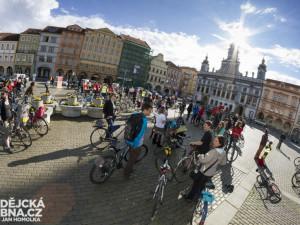 Cyklojízda: Polovina silnic cyklistům, polovina motoristům