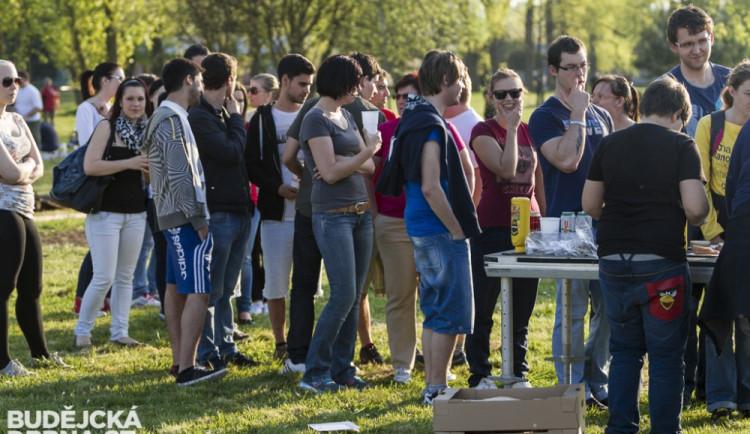 Studenti Jihočeské univerzity stavěli májku