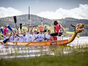 Letní turistickou sezonu na Lipně zahájí dračí lodě