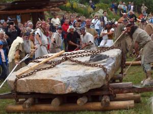 Do Holašovic dorazí jeden z největších menhirů v Evropě