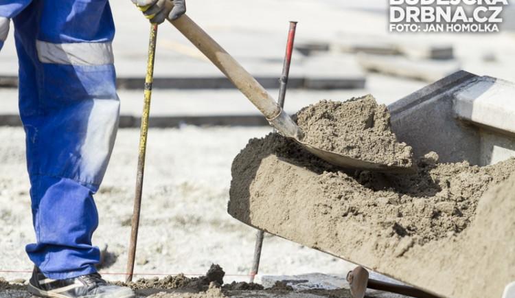 Dělník zemřel pod troskami kapličky elektroinstalace