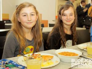 Lékařka Cajthamlová: Školní jídelny mají zasytit, prim ve stravování musí hrát rodina