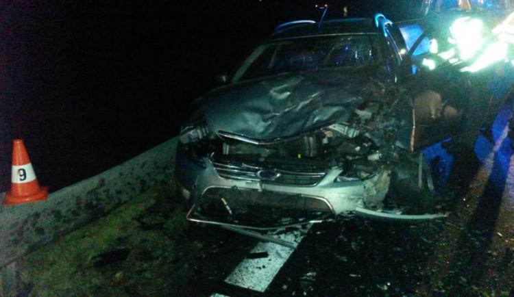 Smrtelná nehoda u Srlína. Řidič nezvládl zatáčku a skončil v protisměru