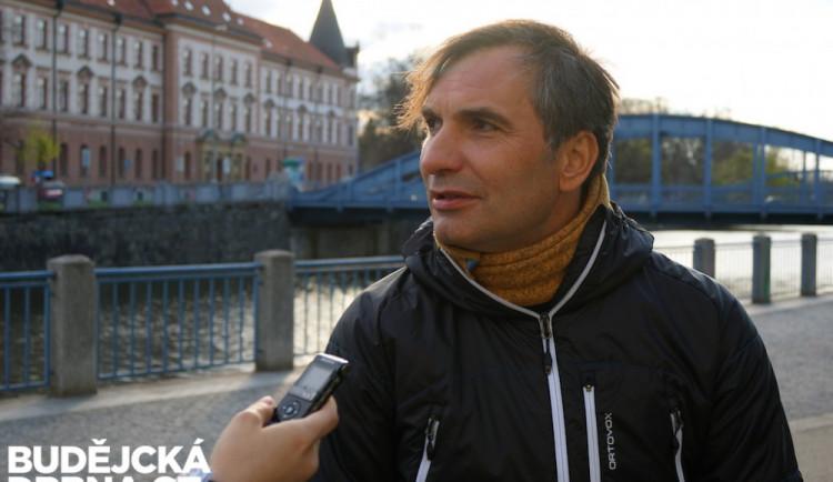 Teď se můžu živit už jen tím, co mám rád, říká hudebník a herec Jiří Macháček