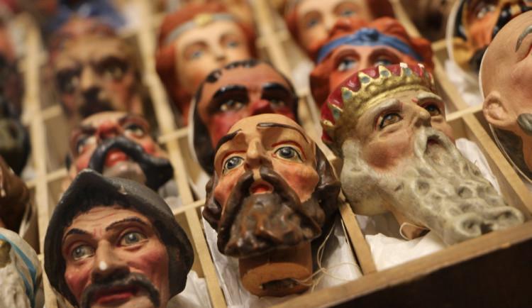 Zámek v Dačicích návštěvníky okouzlí novou výstavou loutek