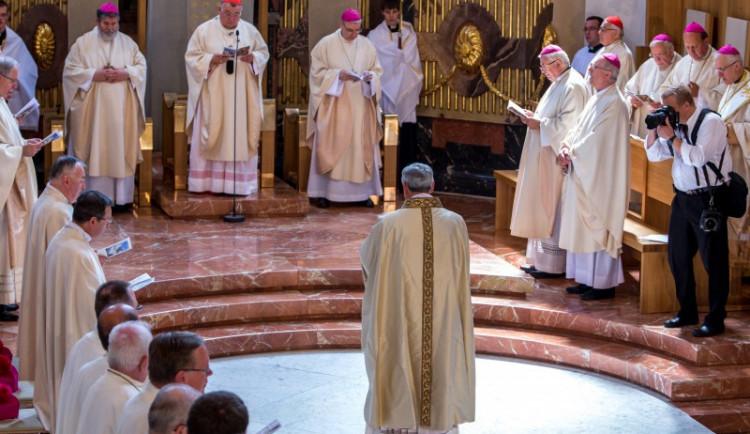 Svěcení po pětadvaceti letech. Budějce mají od soboty nového biskupa