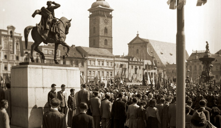 Na náměstí bývala socha Jana Žižky. V tichosti ale o pár let později zmizela