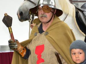 Zmodernizovaný památník v Trocnově nabídne Žižkovu křtitelnici, šipky i kule z hradu Sion
