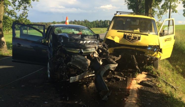 Tři zraněné si vyžádala čelní srážka dvou vozů mezi Ledenicemi a Borovany