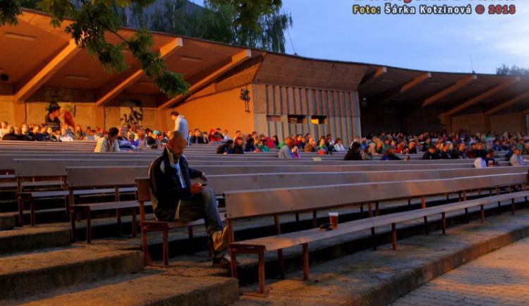 Dobrá zpráva pro turisty i místní: Letní kino v Černé v Pošumaví opět naplno funguje