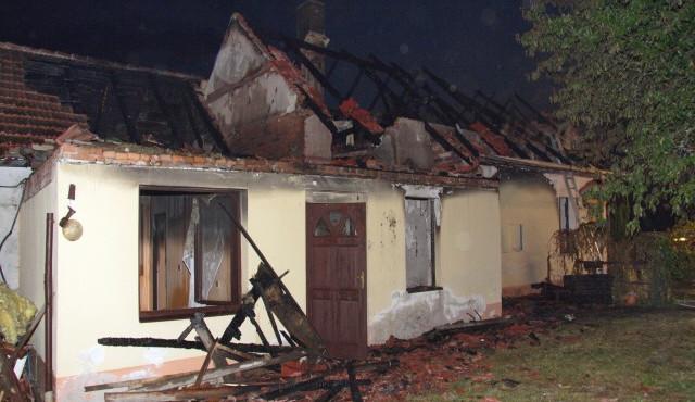 Při požáru objektu rodinných domů na Táborsku byla nalezena mrtvola muže středního věku