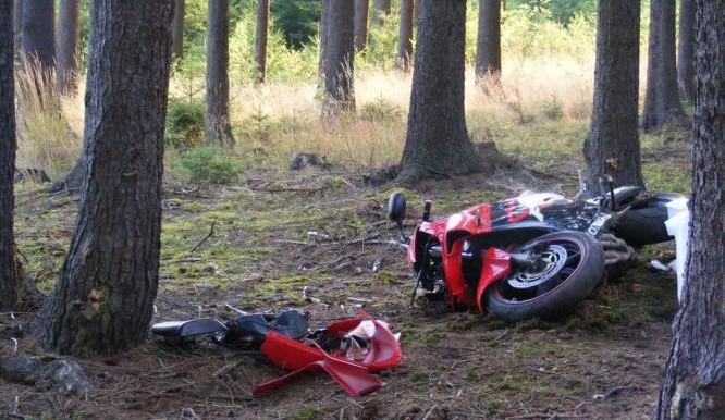 Na Táborsku nalezli mrtvého motorkáře