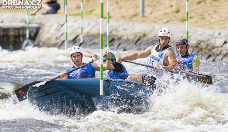 FOTO: Víkendové raftové závody na kanále v Českém Vrbném