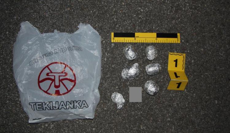 Policie hledá svědky, kteří pomohli dopadnout dealera drog