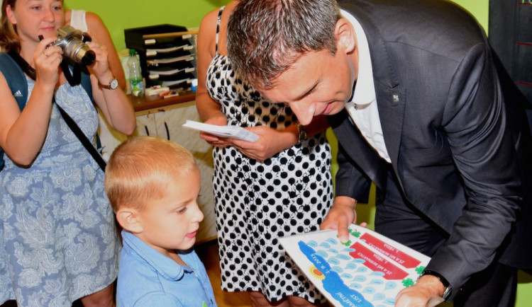 Honzík Mudruňka, první jihočeské miminko roku 2009, nastoupil do první třídy