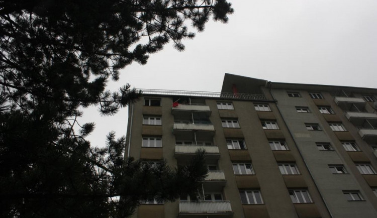 Hasiči hasili v historicky prvním bytovém domu Českých Budějovic