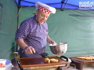 V Ledenicích vařil na bramborování i kulinářský mág Petr Stupka