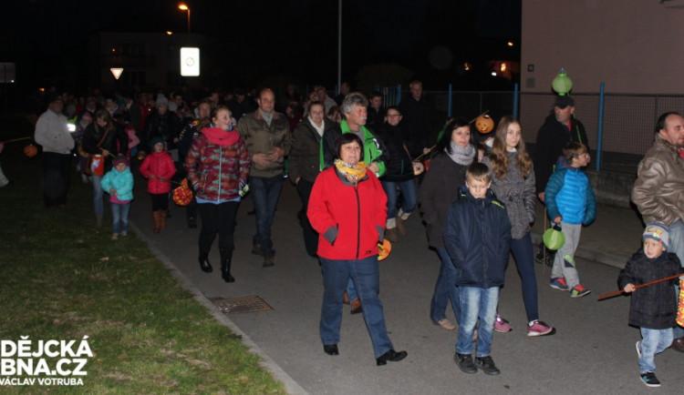Českými Velenicemi prošel lampionový průvod již podesáté