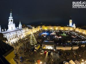 KULTURNÍ TIPY: Vánoce klepou na dveře. Stromy na náměstí se rozzáří již tento víkend