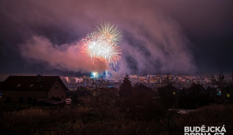 FOTO: Novoroční ohňostroj v Protivíně bavil tisíce lidí