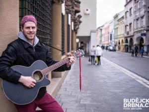 S kytarou v ruce procestoval Honza Janda téměř celou Evropu