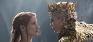 FILMOVÉ PREMIÉRY: Krásná Charlize Theron se vrací v roli královny Ravenny