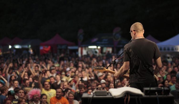 Open Air Musicfest Přeštěnice: Oslavte začátek prázdnin pořádnou dávkou muziky!